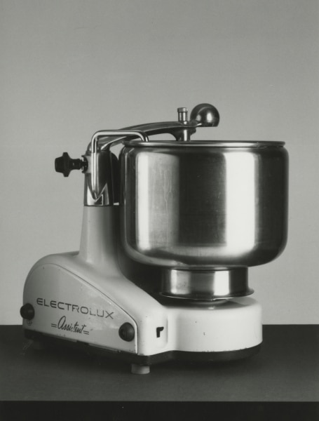 Electrolux kitchen assistent N1, launched in 1940, and designed by Alvar Lenning