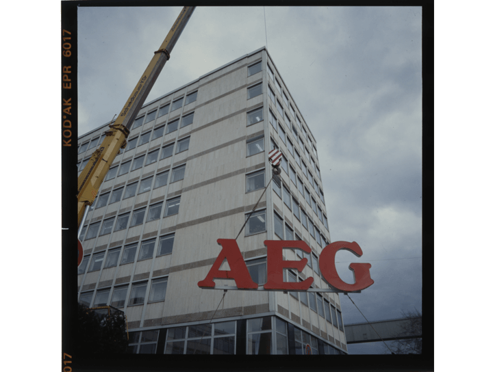 Mounting of the AEG-sign