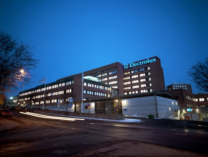 electrolux-Stadshagen-office-at-night-timeline-images