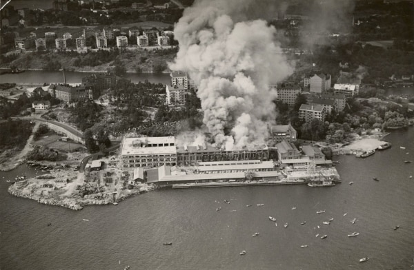 Aerial view of the fire in the Lilla Essingen factory, 1936